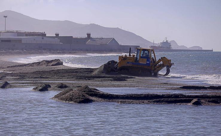 La Playa del Cable sigue destrozada