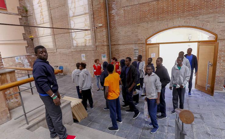 Motril acoge en un pabellón municipal a 70 personas 'liberadas'