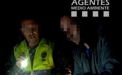 Dos furtivos multados cuando hacían guardia nocturna en Tahal