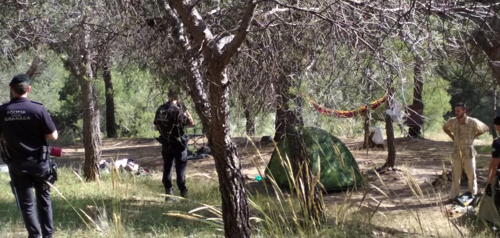 La Policía desaloja un camping ilegal con vistas a la Alhambra