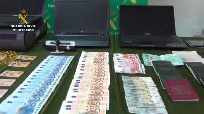 La Guardia Civil desarticula una red especializada en estafas bancarias