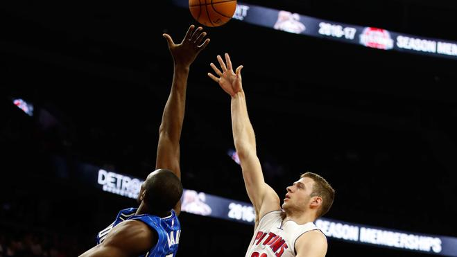 Los Pistons, con Harris y Morris, arrollan a los Magic de Ibaka
