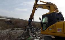Medio Ambiente ultima una nueva limpieza del río Adra para «noviembre»