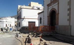 Las obras en el entorno de la ermita impacientan a los vecinos