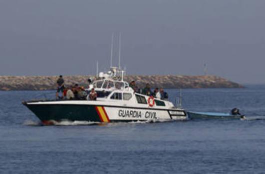 Encuentran el cadáver de un hombre flotando en el mar