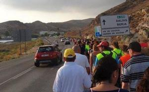 Tráfico habilita un arcén para los peregrinos de Dalías en la A-358 ante el estado de los senderos por las lluvias