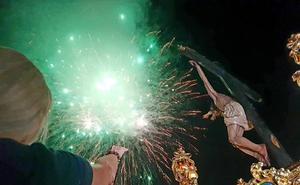 Dalías arropa al Cristo de la Luz en su desfile en procesión