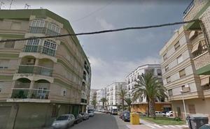Ascienden a tres los heridos por un incendio en un edificio de Adra que causó 14 desalojados