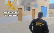 Un agricultor y un vigilante de seguridad se confabulan para estafar 800.000 euros a una empresa agrícola en Adra