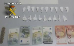 Huye de la Guardia Civil porque llevaba 20 gramos de cocaína en el coche