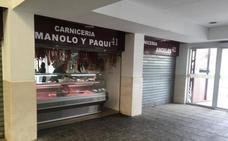 Los comerciantes del Mercado de Berja ponen rostro a una campaña de promoción por Navidad