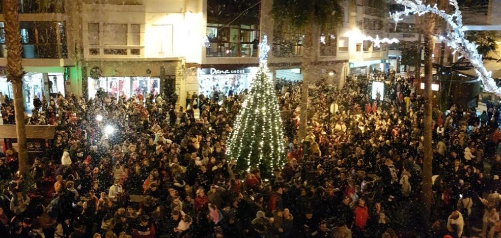 Nieve en Adra para inaugurar la Navidad