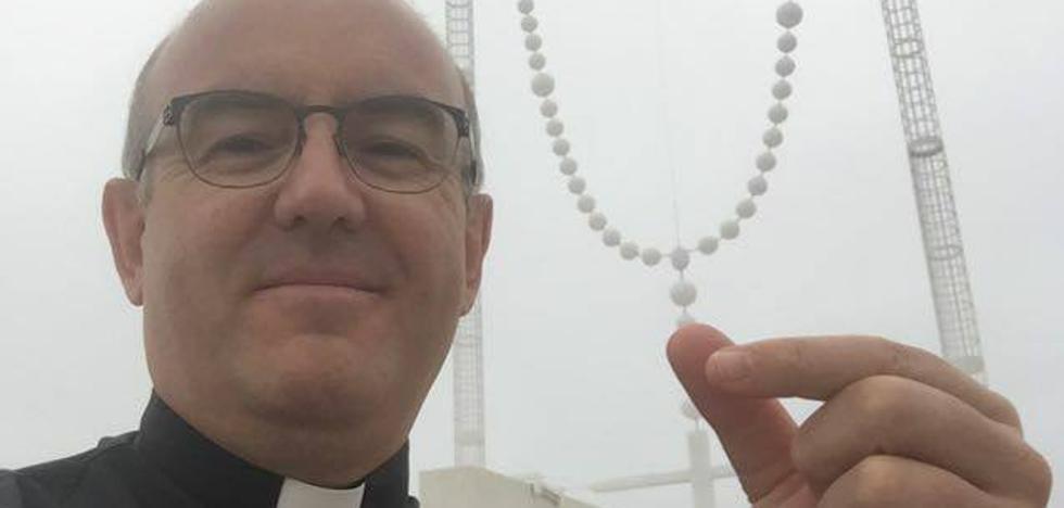 El párroco de Adra invita a compartir mesa y mantel con quienes más lo necesitan