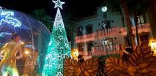 Adra se cubre de blanco para encender la Navidad