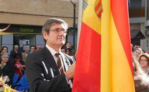 Adra homenajea el «mayor símbolo del país» y reivindica su «vigencia» en su aniversario
