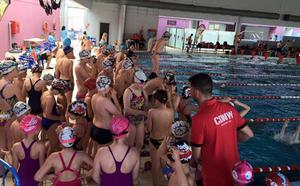 El Club de Natación Ciudad de Adra traslada sus entrenamientos a la piscina de Berja