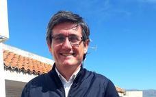 Cortés: «Adra reúne los ingredientes que se necesitan para albergar alojamiento hotelero»