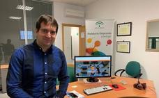 Un nuevo empresario aprovecha las instalaciones gratuitas del CADE de Berja