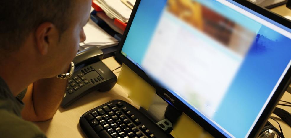 Detienen a un hombre en Adra por estafar más de 25.000 euros online