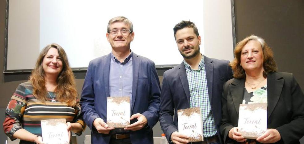 El escritor abderitano José Piqueras ambienta en la Alpujarra su primera novela