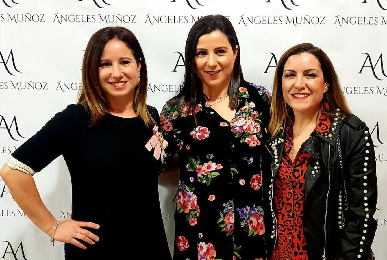 Colores vivos y tejidos vaporosos en el desfile de primavera de Ángeles Muñoz