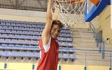 Aitor Martínez, embajador de Adra en la fiesta del baloncesto y de sus valores