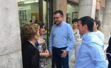 Javier Aureliano arropa a José Carlos Lupión en Berja