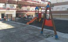 Obras en el parque infantil de la plaza Ibiza de Adra