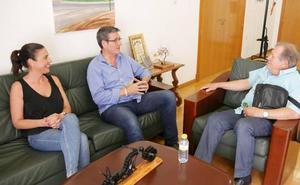 Juan Mena, de concursante de La Voz Senior a pregonero de la Feria de Adra