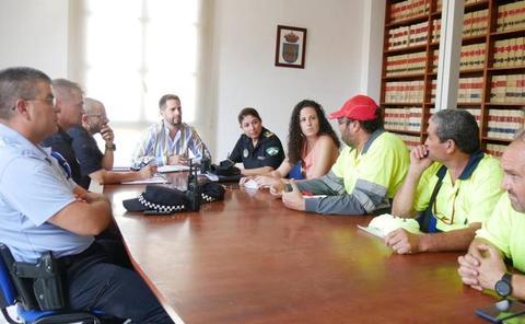 La Policía Local intensifica el control y la vigilancia para lograr que Adra luzca limpia