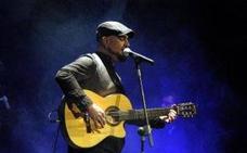 Kiko El Grillo, en concierto en el chiringuito El Barco de Adra