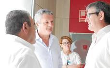 Junta y Ayuntamiento reconocen que faltan especialistas en el Centro de Salud de Adra