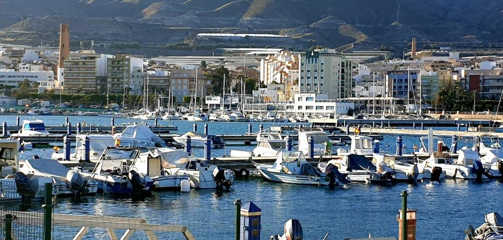 El Ayuntamiento de Adra inicia los trámites para que se pueda construir un hotel en el Puerto