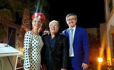 Juan Mena se reencuentra con sus paisanos en la Feria de Adra