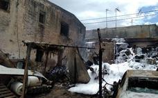Un incendio calcina un cortijo en la rambla El Pardo de Adra