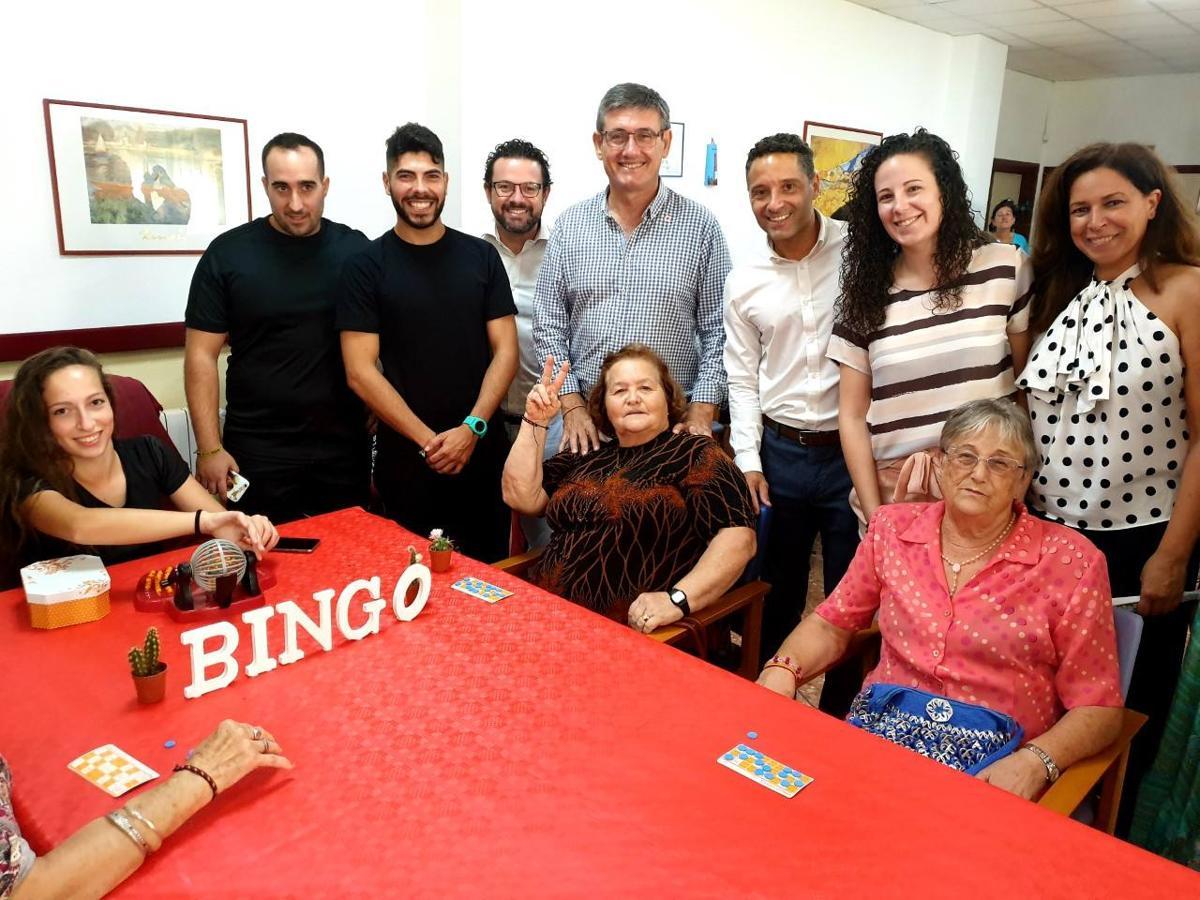 Jornada de juegos, risas y abrazos en la Residencia Ciudad de Adra