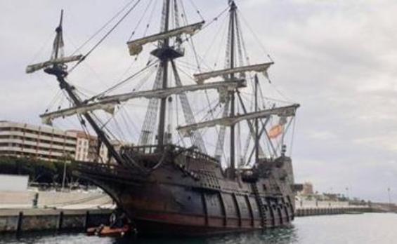 Andalucía, un galeón histórico en la ciudad más antigua de Almería