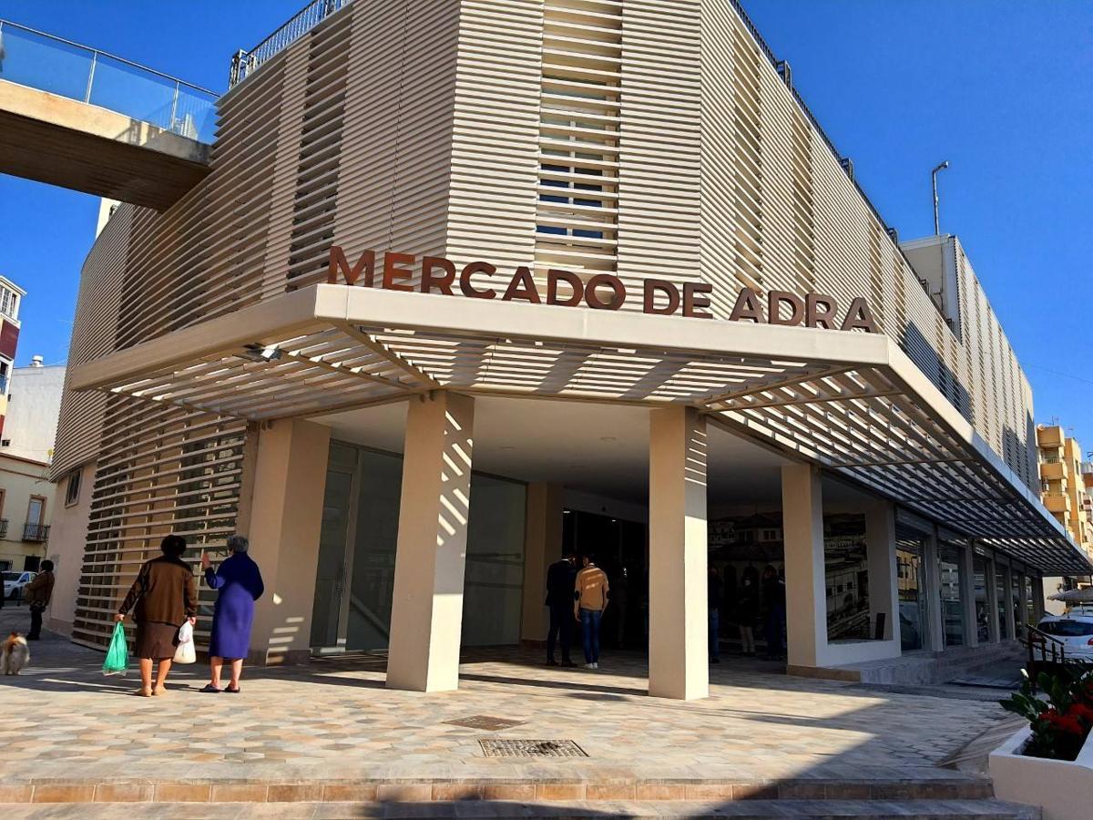 Adra estrena Mercado de Abastos