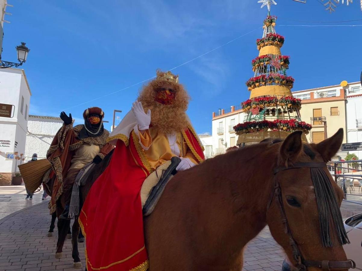 Los Reyes Magos desfilan por Adra y la Alpujarra