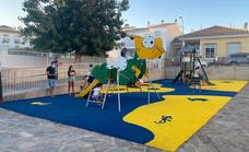 Un nuevo parque infantil preside la plaza del teatro Ciudad de Berja