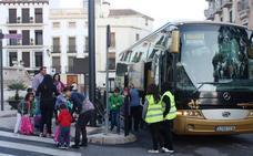 Adjudicadas las becas de transporte y de adquisición de material pedagógico y libros al alumnado de Alcalá