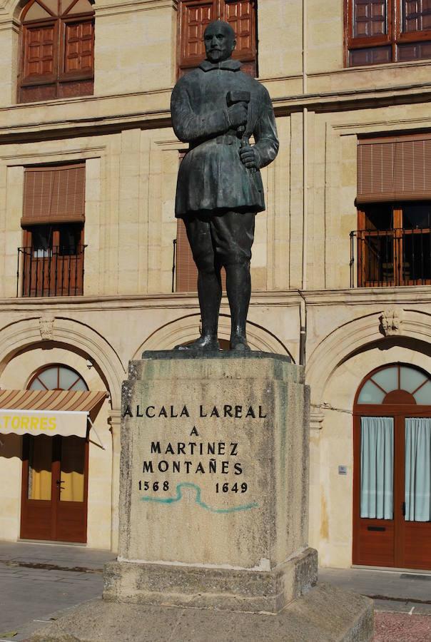 El pleno aprueba el hermanamiento con la ciudad de Sevilla con motivo del 450 aniversario de Martínez Montañés