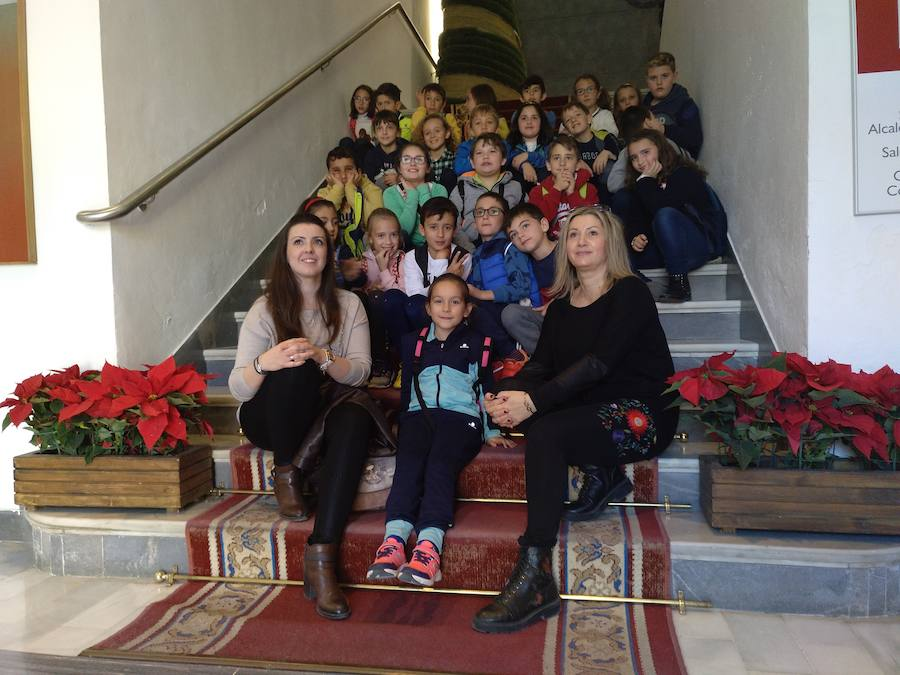 Los escolares celebran la Constitución con una visita al consistorio