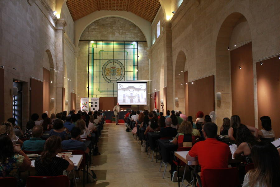 Los cursos de verano de la UNED, aún con plazas