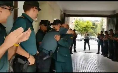 Emotiva despedida a un guardia civil en Alcalá la Real que pasa a reserva