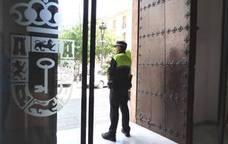El edificio consistorial cuenta con un efectivo de Polícia Local