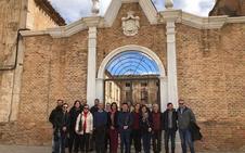 Toma de contacto del grupo de la Universidad de Granada que estudiará el Palacio Almanzora