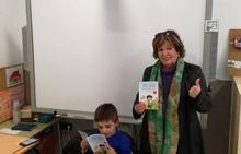 La venta del libro sobre un niño con autismo en Macael logra una pizarra para Ver de Olula