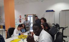 Gracia Fernández visita la Residencia 'Francisco Pérez Miras' de Albox, con motivo del 30 aniversario de El Saliente