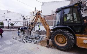Trabajos de mejora en la Plaza de España de Olula del Río